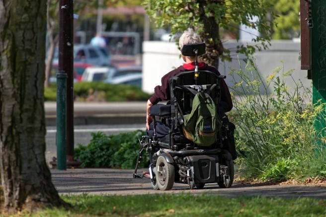 motorized-wheelchair-952190_1280