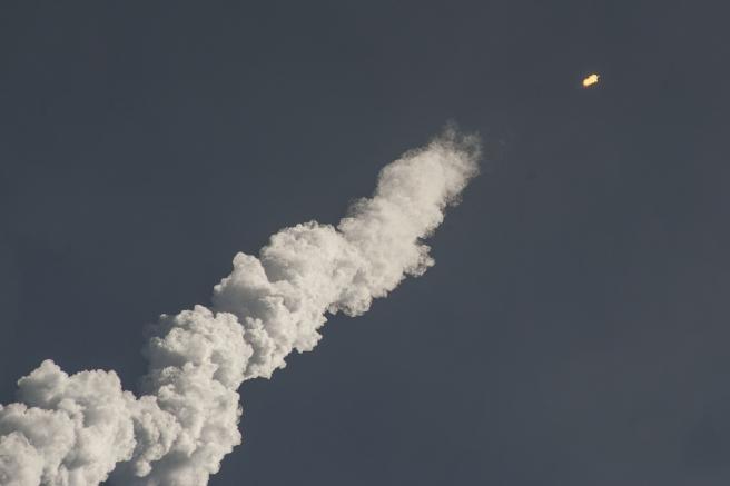 rocket-launch-693270_1920.jpg