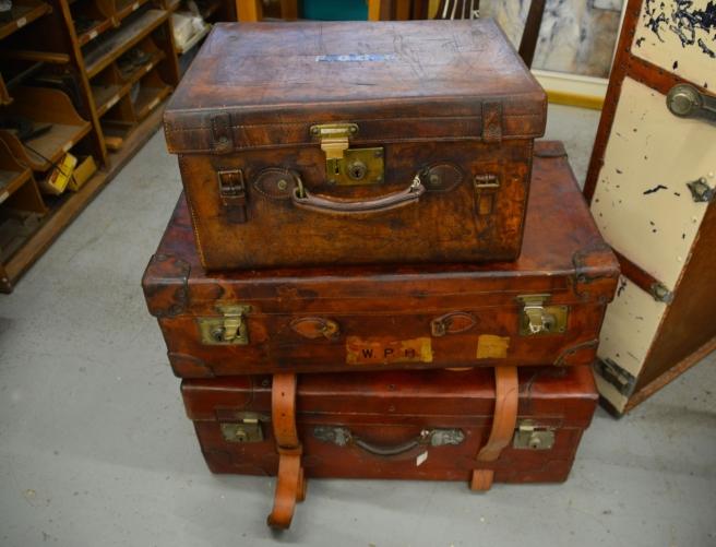 suitcases-1181806_1920