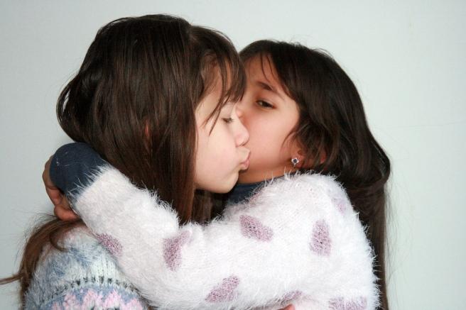 sisters-1157534_1920
