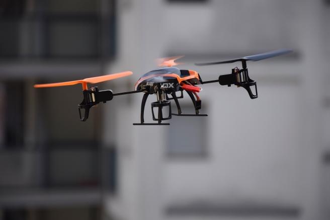 drone-674235_1920
