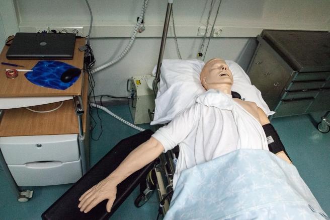 paramedics-doll-1142284_1920
