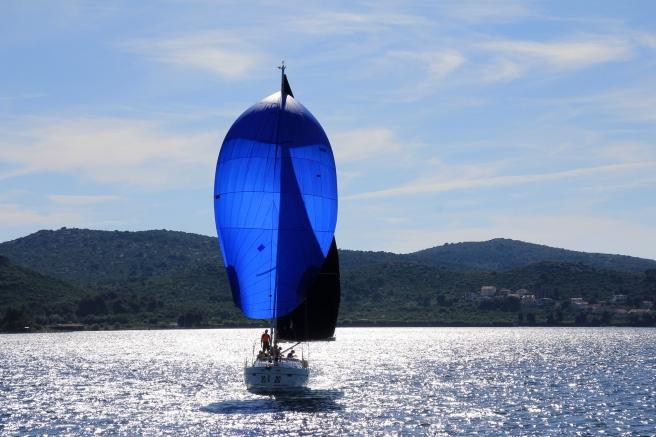 sailing-boat-1473281_1920