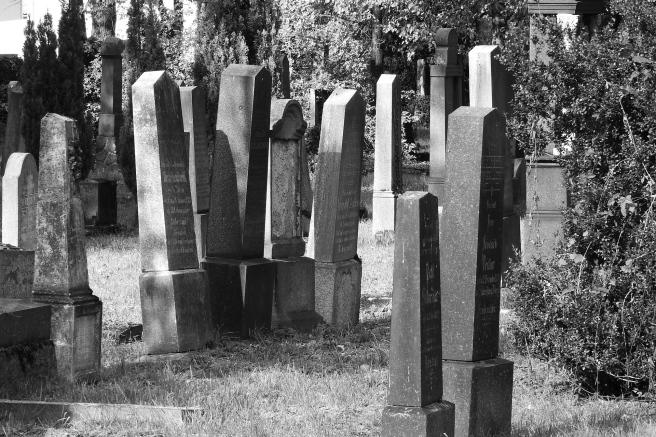 jewish-cemetery-2052296_1920