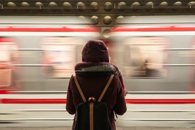 train-2593687_1280