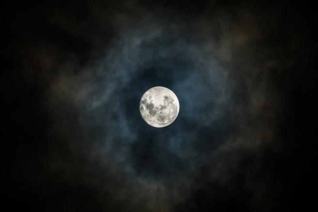 moon-3059861_1280