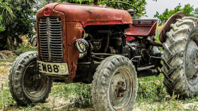 tractor-1363343_1280