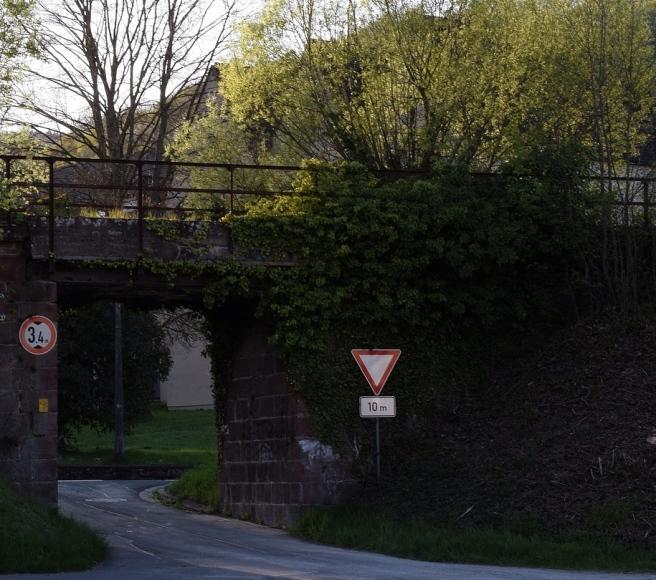 bridge-under-the-leadership-of-3335089_1280