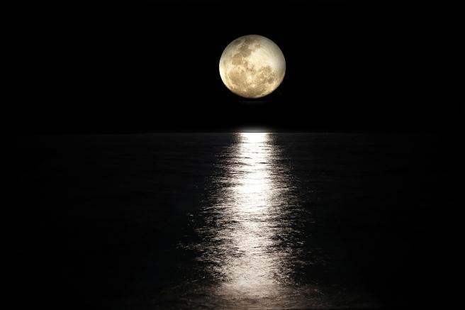 moon-2762111_1280