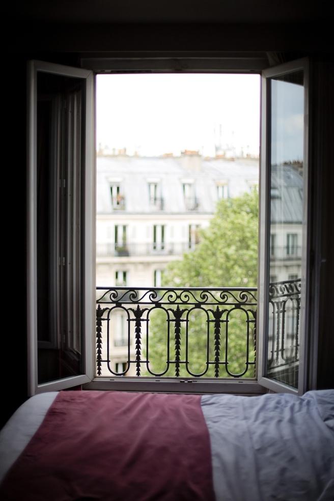 bedroom-window-1434067_1280