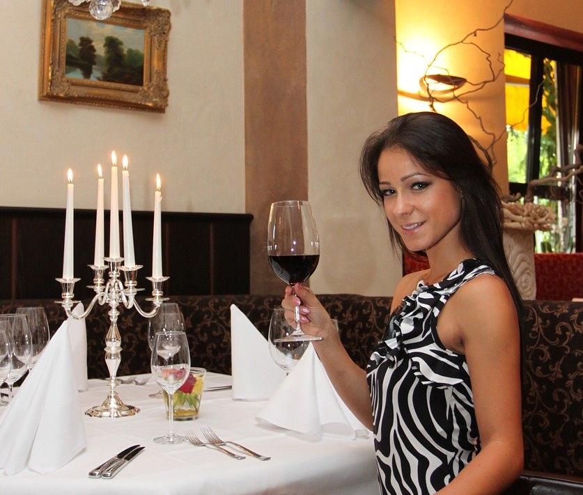 restaurant-1248735_1280