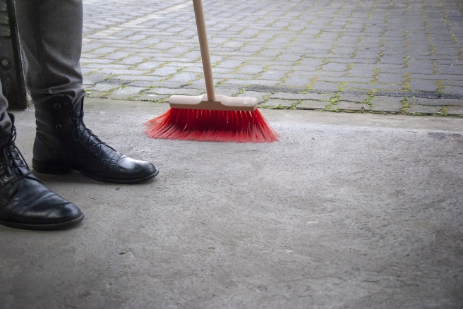 sweeping-3405224_1280