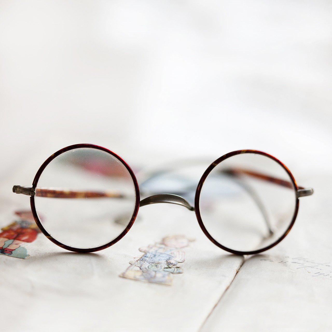 glasses-2564550_1280